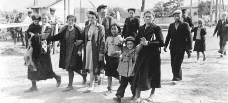 1941 год - Румыны ведут евреев и членов их семей на «место сбора»